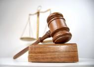 Przepisy Kodeksu cywilnego nie przewidują zawieszenia ani przerwania biegu okresu przedawnienia w związku ze śmiercią osoby obowiązanej do naprawienia szkody, wyrządzonej czynem niedozwolonym.